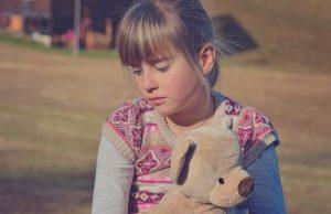 tužna devojčica