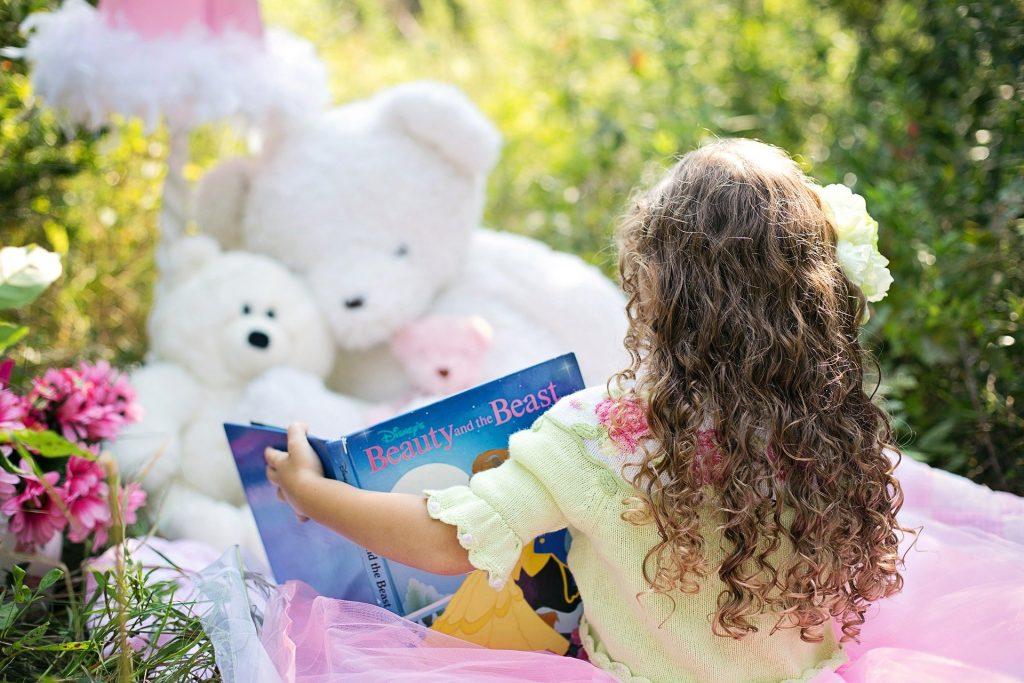 devojčica-knjiga